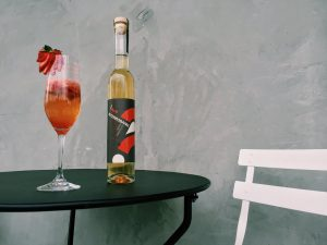 interrobang-white-vermouth-73-strawberry-spritz